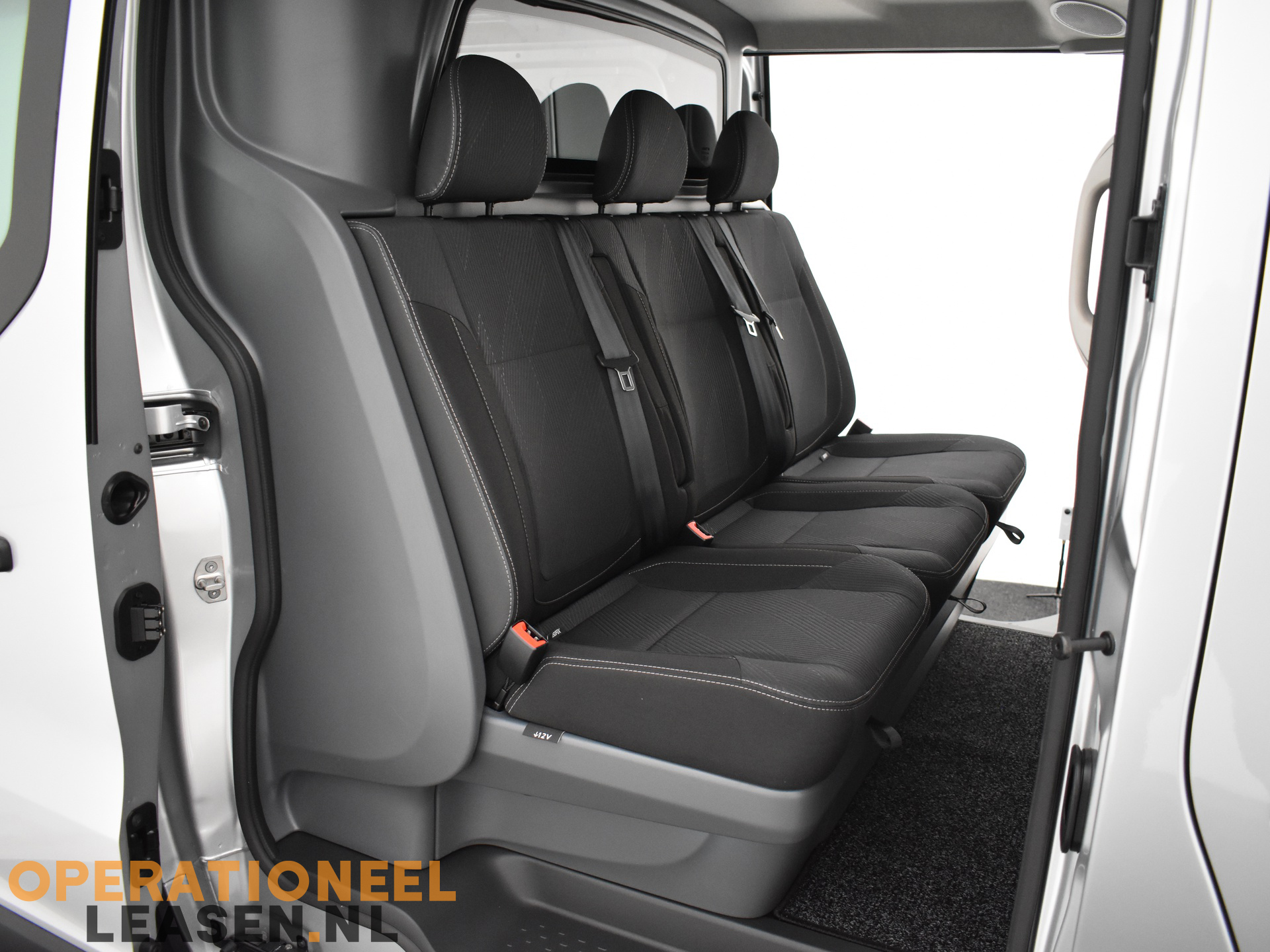 Operational lease Renault master traffic-24